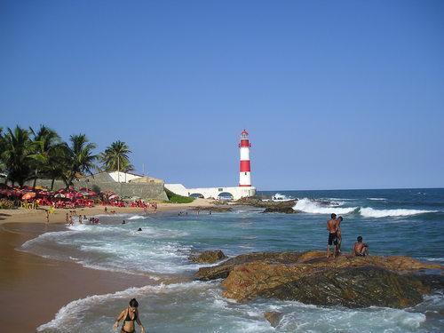 praia-do-farol-de-itapuã-salvador